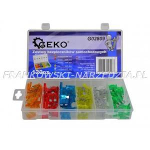 Zestaw 120 bezpieczników samochodowych typu standard 19mm, o natężeniu prądu od 5A do 30A.